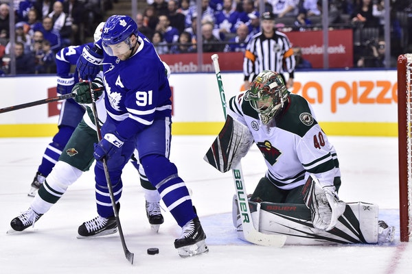 Toronto's John Tavares battled for the puck in front of Wild goalie Devan Dubnyk on Thursday.