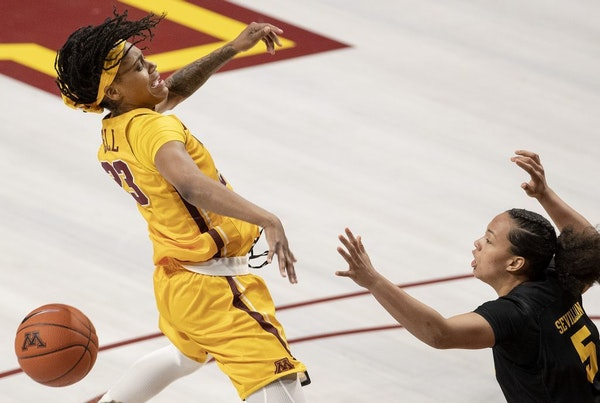 Kenisha Bell (23) was defended by Alexis Sevillian (5) in the third quarter.
