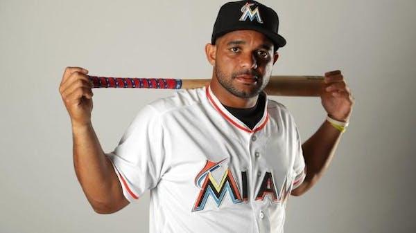 Twins sign pitcher, catcher to minor-league deals