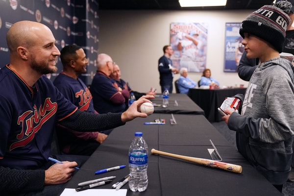 New Twins manager Rocco Baldelli signed an autograph for Brooks Geiger, 9, as he sat with his fellow coaches during an autograph session.