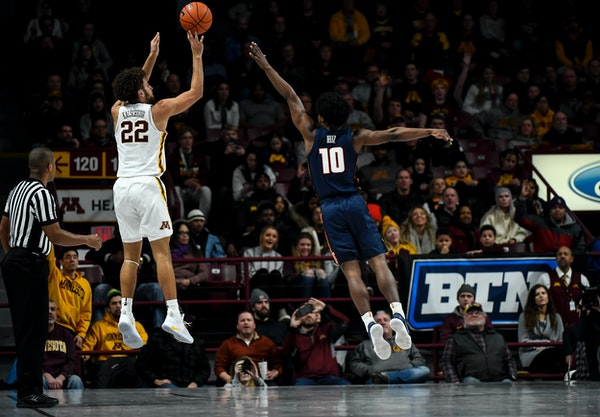 Gophers freshman Gabe Kalscheur hit a three-pointer while being defended by Illinois' Andres Feliz in the second half Wednesday.