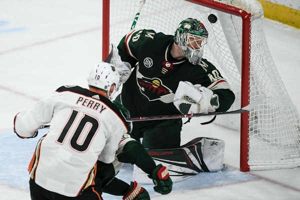 Ducks right wing Corey Perry scored a goal against Wild goaltender Devan Dubnyk, giving the Ducks a 2-0 advantage in the third period.