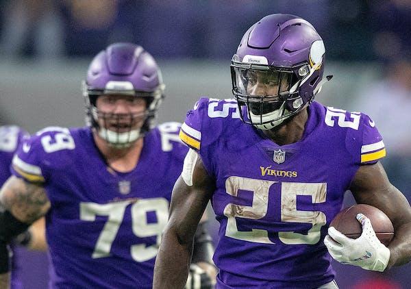 Minnesota Vikings' Latavius Murray (25) runs for a 28-yard gain late in the fourth quarter against the Arizona Cardinals on Sunday, Oct. 14, 2018 at U
