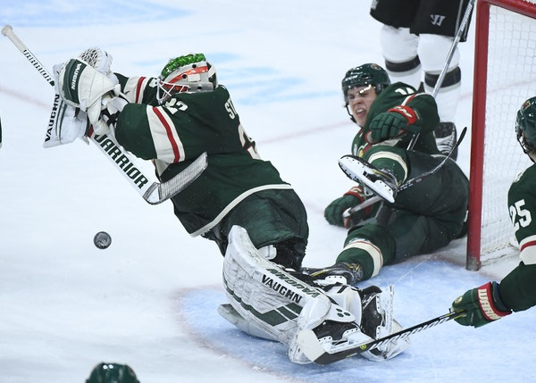 Alex Stalock made a save against the Kings on Jan. 15 at Xcel Energy Center.