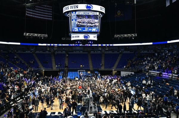 Penn State players and fans celebrate their 75-69 upset win over Michigan on Tuesday.