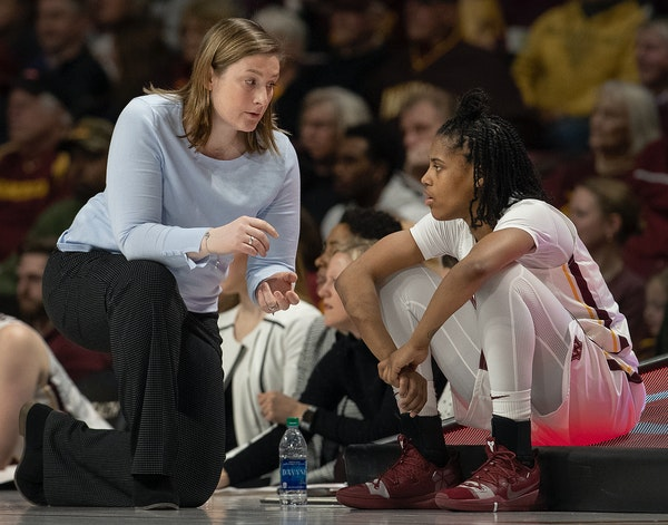 Gophers head coach Lindsay Whalen spoke with Kenisha Bell during a game vs. Rutgers earlier this month.