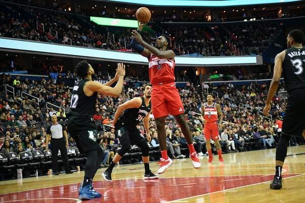 Wizards forward Bobby Portis shot over Wolves center Karl-Anthony Towns (32) and forward Dario Saric (36) on Sunday.