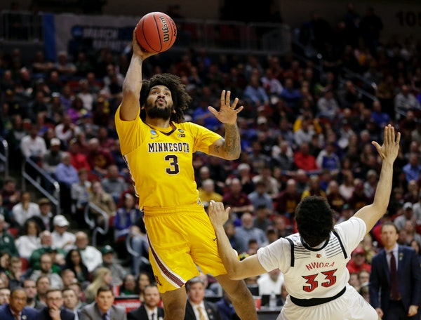 Minnesota's Jordan Murphy shoots over Louisville's Jordan Nwora (33) during the second half of a first round game in the NCAA Tournament