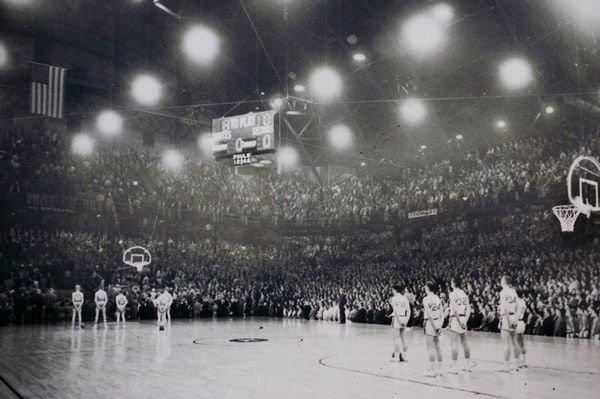 'Hoosiers' of the North: Williams Arena (the Barn) was packed to the rafters the night of March 26, 1960, when Edgerton defeated Austin in the one