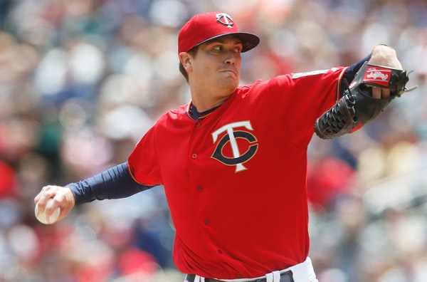 Twins pitcher Kyle Gibson throws against the White Sox in the first inning Saturday