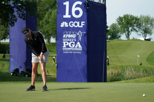 Rookie golfer Elizabeth Szokol putted on the 16th green during a practice round Wednesday.
