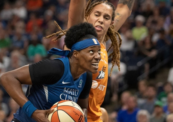 Sylvia Fowles outplays Brittany Griner on Sunday and established an all-time WNBA record for double-doubles.