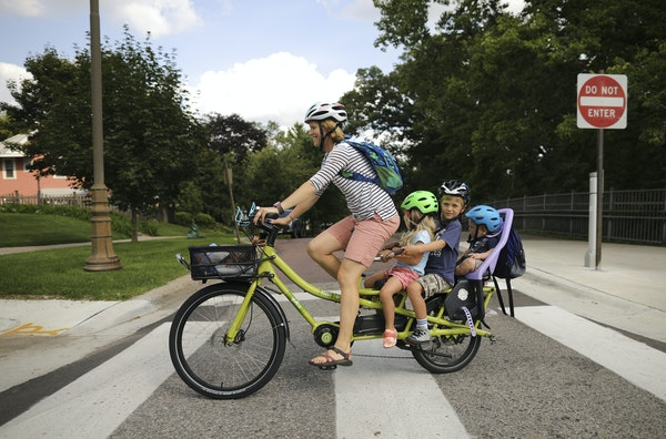 Minneapolis park planners have scaled back a controversial proposal that would have limited through-traffic on Minnehaha Parkway.