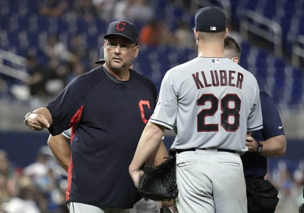 Cleveland Indians manager Terry Francona, left, stands on the mound with starting pitcher Corey Kluber (28) during the fifth inning of the team's base
