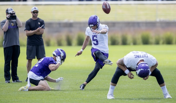 Dan Bailey tried a field goal on Tuesday at Vikings training camp after Austin Cutting (58) snapped the ball to holder Chad Beebe. Bailey was 7-for-7