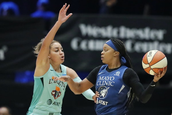Lynx guard Odyssey Sims looked to pass with Liberty guard Bria Hartley defending during Tuesday's game in White Plains, N.Y.