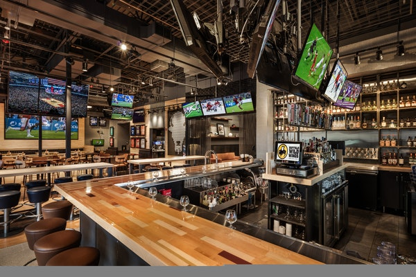 Buffalo Wild Wings will allow sports betting in some of its restaurants this fall, relying on a partnership with MGM Resorts International.