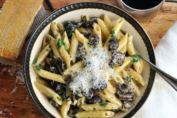 Recipe: Creamy Roasted Mushroom and Garlic Penne