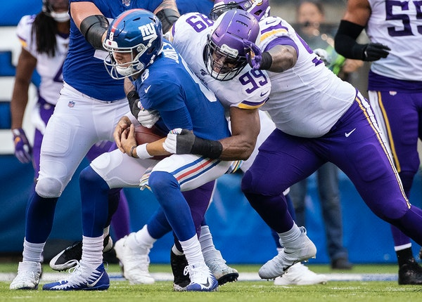 Vikings defensive end Danielle Hunter sacked New York Giants quarterback Daniel Jones in the third quarter.