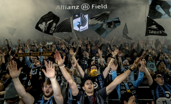 Minnesota United FC fans at the start of the game.