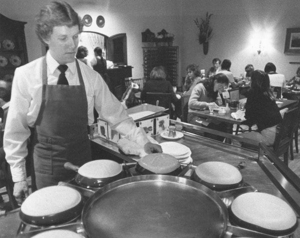 Recipes from the Magic Pan were often requested. Bill Wagner cooked crêpes at the Minneapolis location of the popular chain.