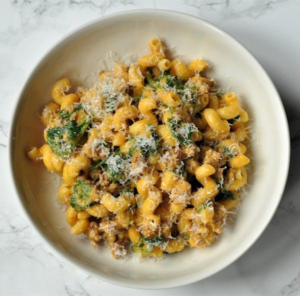 Recipe: One-Pan Creamy Pumpkin, Sausage and Spinach Pasta
