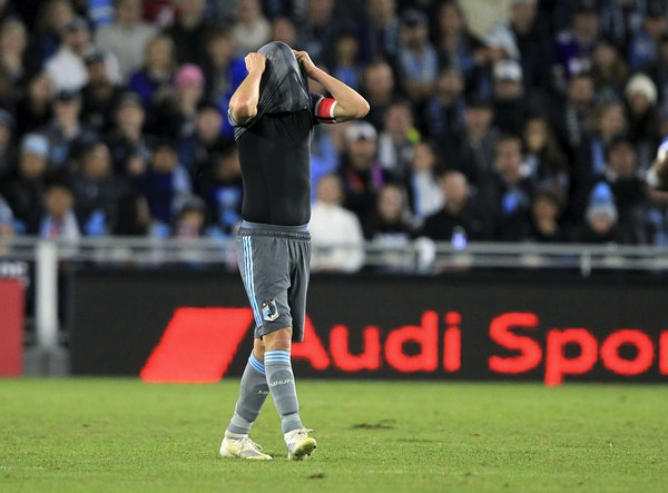 Minnesota United's Ozzie Alonso covers his head with his jersey after the LA Galaxy scored a goal in the second half Sunday at Allianz Field. The Ga