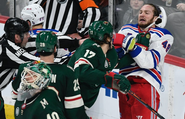 All in the game, yo? The Flyers' Chris Stewart traded punches with Dallas Stars' Jamie Oleksiak last month.