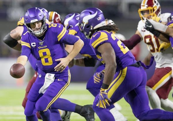 Vikings quarterback Kirk Cousins handed the ball to Vikings running back Alexander Mattison during the third quarter.