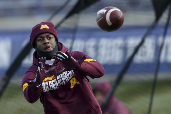 Minnesota Gophers wide receiver Tyler Johnson (6) warmed up at Ryan Field Saturday.