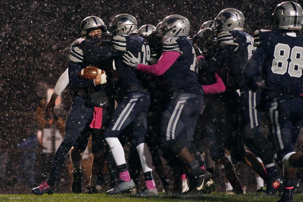 Podcast: Is there an overlooked team in the 6A field as playoffs move indoors?