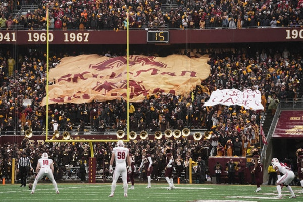 Gophers fall to No. 15 in AP college football poll after loss to Wisconsin