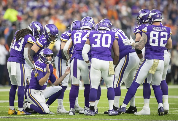 Minnesota Vikings' quarterback Kirk Cousins called plays in the huddle in the first quarter.