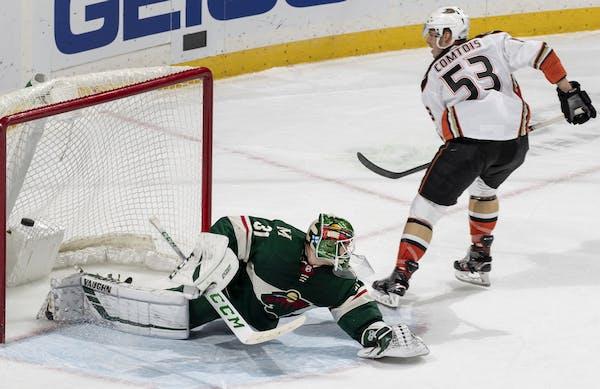 Max Comtois of the Ducks scored the deciding goal on Wild goalie Kaapo Kahkonen in the shootout. ] CARLOS GONZALEZ • cgonzalez@startribune.com – S