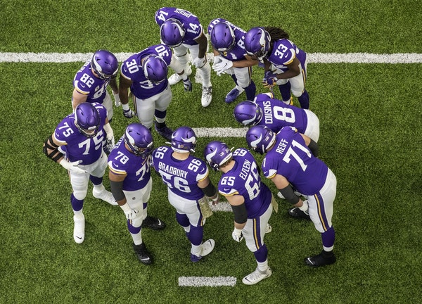 The Minnesota Vikings offense huddled around Kirk Cousins (8).