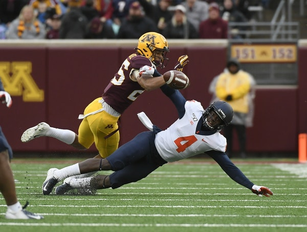 Gophers defensive back Benjamin St-Juste defended against a pass attempt to Illinois wide receiver Ricky Smalling last month.