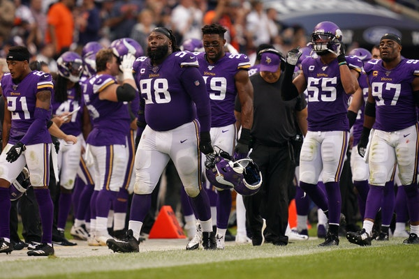 Vikings defensive tackle Linval Joseph (98) sighed as he and his fellow defenseman were unable to stop a Chicago Bears drive in the third quarter in S