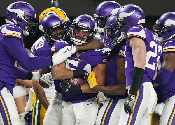 Eric Kendricks (54) recovered a fumble on the game's third snap, but the Vikings could only wring three points out of that turnover against the Pack