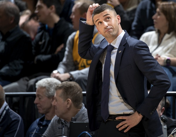 Coach Ryan Saunders watched the Wolves lose their sixth straight game Wednesday night.