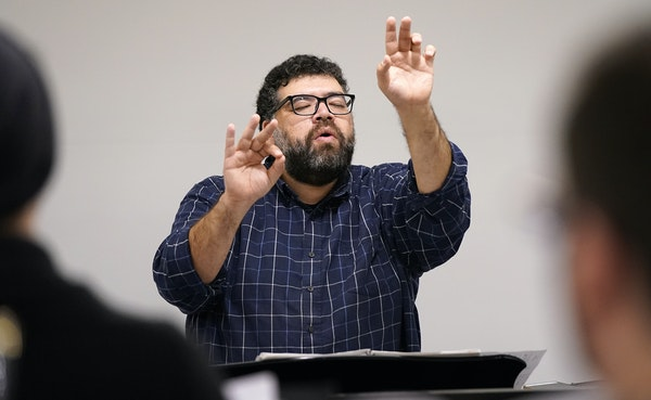 Conductor Ahmed Anzaldúa led the BorderCrosSing rehearsal Monday.