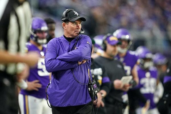 Vikings head coach Mike Zimmer watched from the sidelines in the final minute of the fourth quarter.