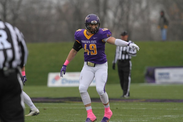 Alex Goettl is one of 12 finalists for the William V. Campbell Trophy, which will be awarded Tuesday night in New York City.