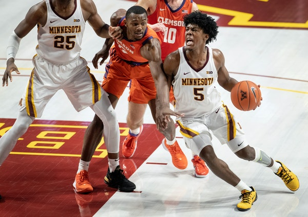 Gophers guard Marcus Carr drove to the basket in the second half.