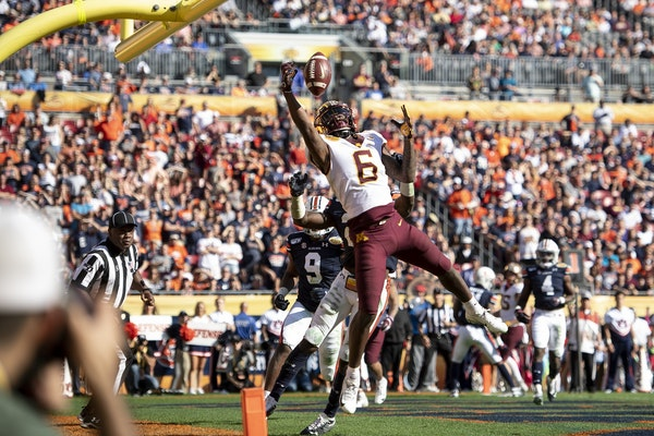 Minnesota Gophers wide receiver Tyler Johnson (6) scored a touchdown late in the second quarter against the Auburn Tigers.