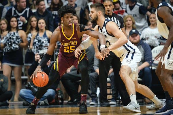 Minnesota center Daniel Oturu backs Butler forward Bryce Golden toward the basket in the first half.