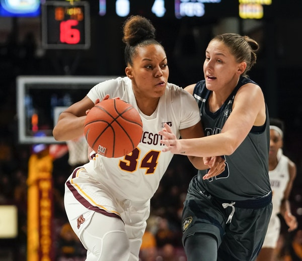 Gophers guard Gadiva Hubbard tried to get past UC Davis guard Katie Toole in the first half.