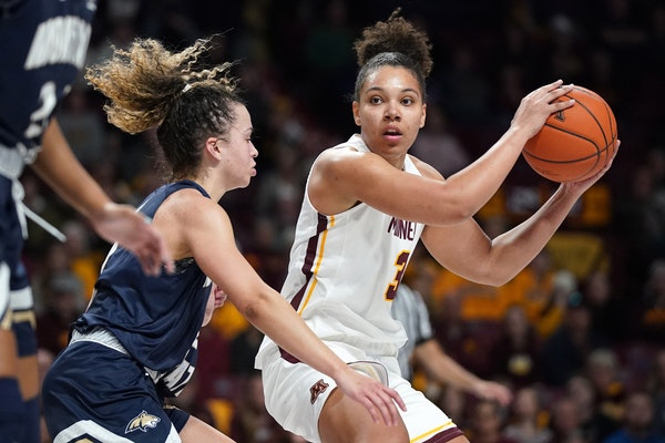Gophers guard Destiny Pitts (3).