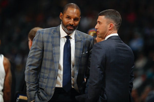 Timberwolves assistant head coach David Vanterpoo chatted with Ryan Saunders.