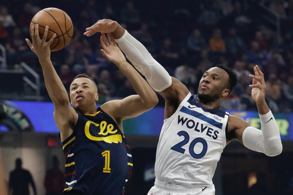 Cleveland Cavaliers' Dante Exum drives to the basket against the Timberwolves' Josh Okogie in the first half