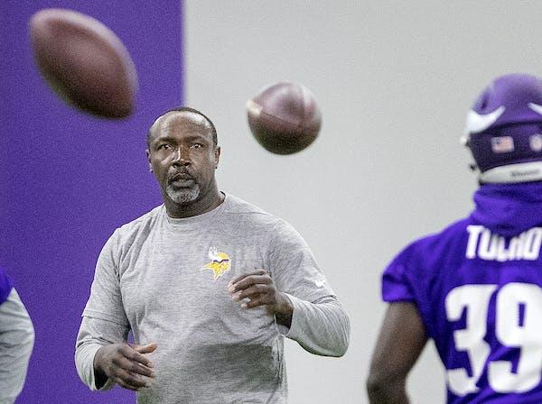 Minnesota Vikings defensive backs coach Jerry Gray.